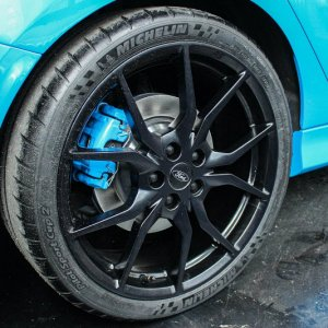 2016 ford focus rs blue wheel