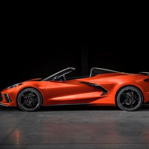 2020-chevrolet-corvette-stingray-c8-convertible-side-view-carbuzz-633701.jpg